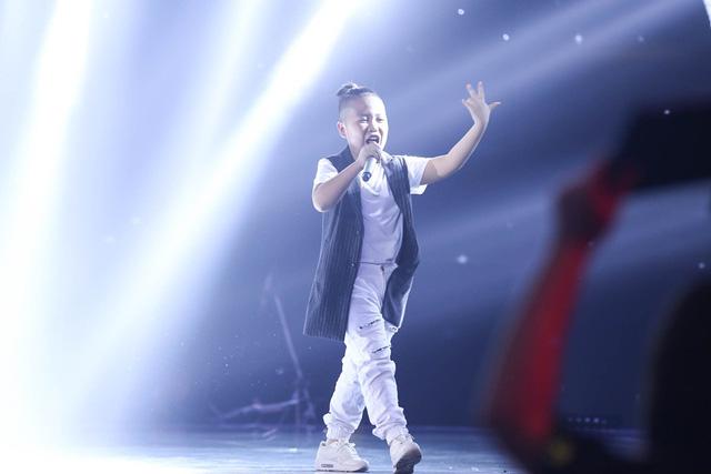 Giọng hát Việt nhí: Soobin Hoàng Sơn sướng rơn, có học trò mới chất lừ nhờ... Big Bang! - Ảnh 1.