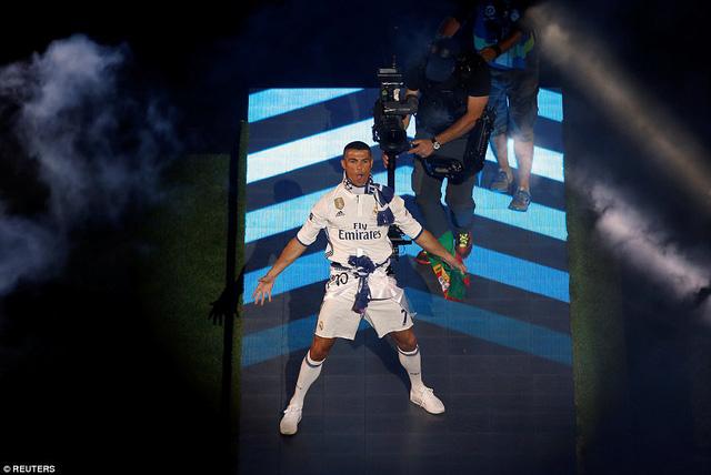 Chùm ảnh: Biển người chào đón chức vô địch của Real Madrid tại quê nhà - Ảnh 19.