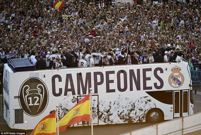 Chùm ảnh: Biển người chào đón chức vô địch của Real Madrid tại quê nhà - Ảnh 3.