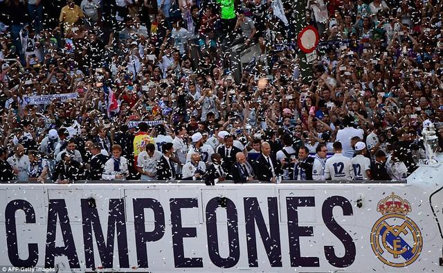 Chùm ảnh: Biển người chào đón chức vô địch của Real Madrid tại quê nhà - Ảnh 4.