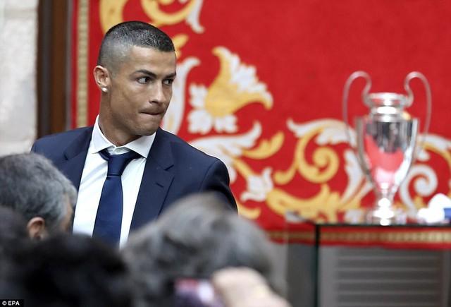 Chùm ảnh: Biển người chào đón chức vô địch của Real Madrid tại quê nhà - Ảnh 13.