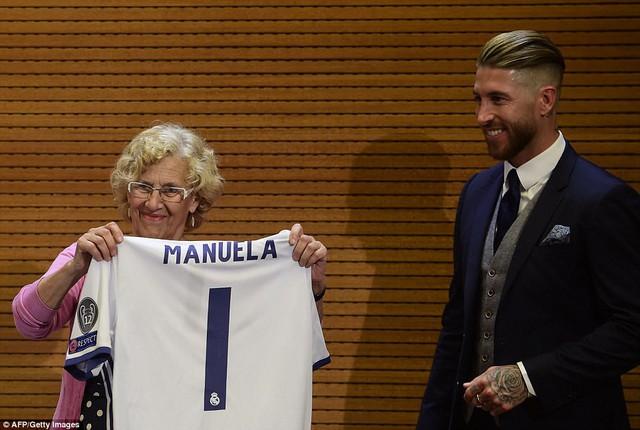 Chùm ảnh: Biển người chào đón chức vô địch của Real Madrid tại quê nhà - Ảnh 11.