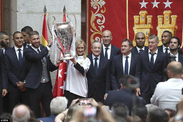 Chùm ảnh: Biển người chào đón chức vô địch của Real Madrid tại quê nhà - Ảnh 8.
