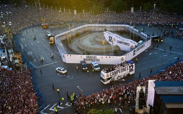 Chùm ảnh: Biển người chào đón chức vô địch của Real Madrid tại quê nhà - Ảnh 15.