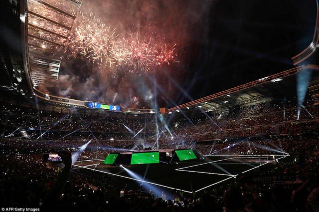 Chùm ảnh: Biển người chào đón chức vô địch của Real Madrid tại quê nhà - Ảnh 18.