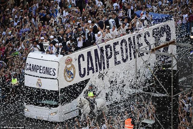 Chùm ảnh: Biển người chào đón chức vô địch của Real Madrid tại quê nhà - Ảnh 1.