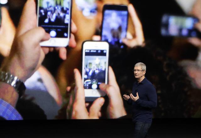 Tin buồn dồn dập đến với những người muốn sở hữu iPhone X - Ảnh 1.
