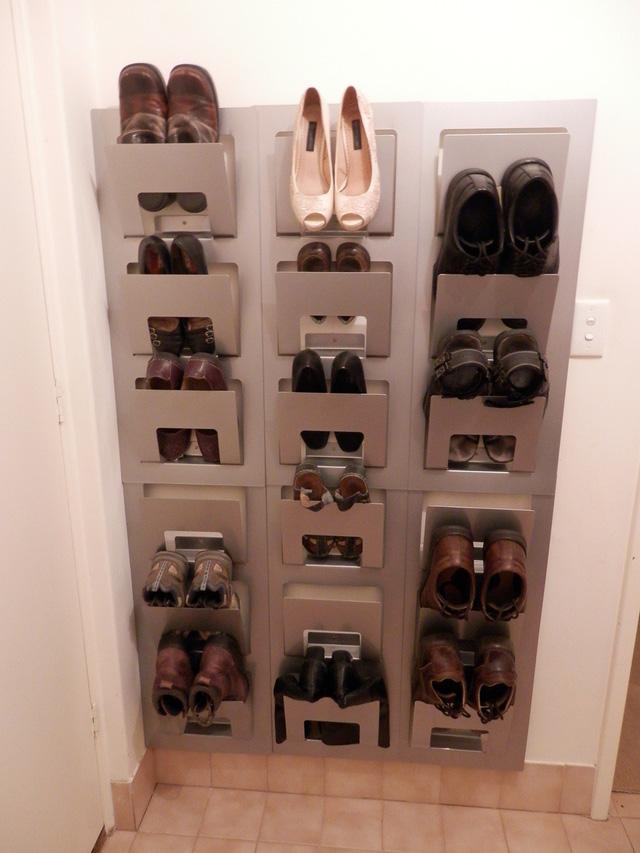 Ý tưởng thiết kế giá giày vừa gọn vừa đẹp trong nhà - Ảnh 2.