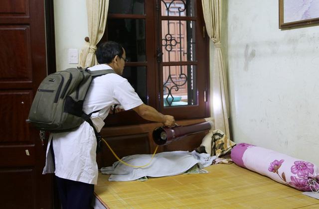 Bộ trưởng Bộ Y tế: Để tránh dịch sốt xuất huyết bùng phát, cơ bản nhất là diệt bọ gậy - Ảnh 1.