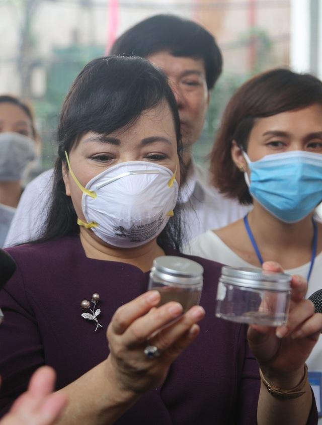 Bộ trưởng Bộ Y tế: Để tránh dịch sốt xuất huyết bùng phát, cơ bản nhất là diệt bọ gậy - Ảnh 3.