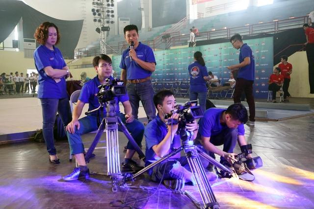 Những hình ảnh hậu trường hiếm người biết tại vòng loại Robocon Việt Nam 2017 - Ảnh 10.