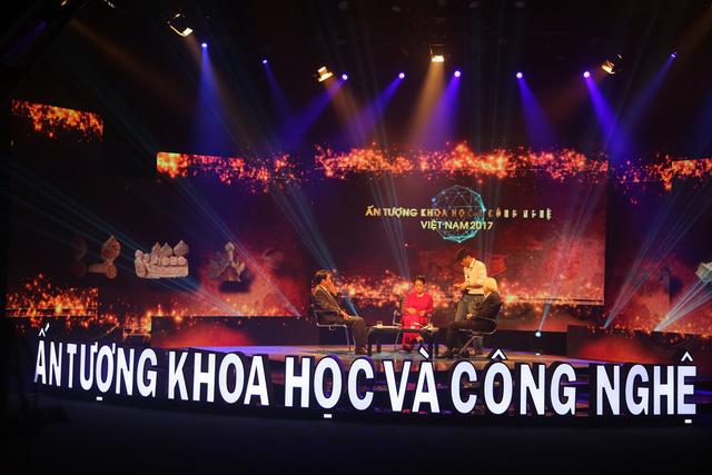 Hé lộ hình ảnh không có trên sóng của Ấn tượng Khoa học-Công nghệ Việt Nam 2017 - ảnh 4