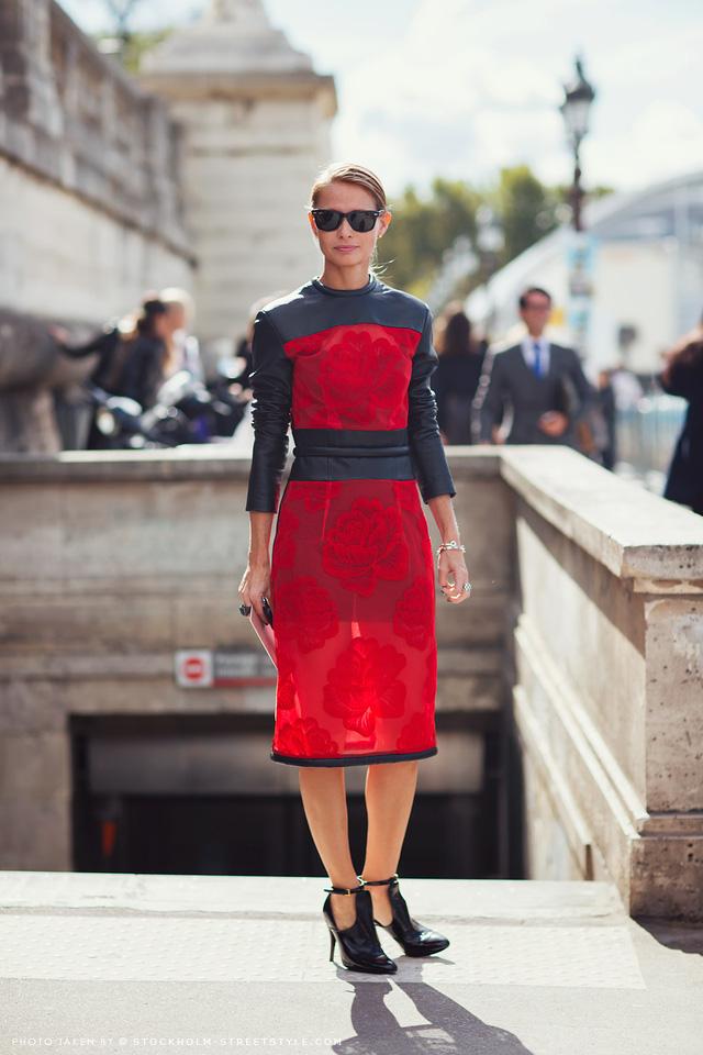 Gam màu đỏ nổi bật cho trang phục ngày Tết - Ảnh 12.