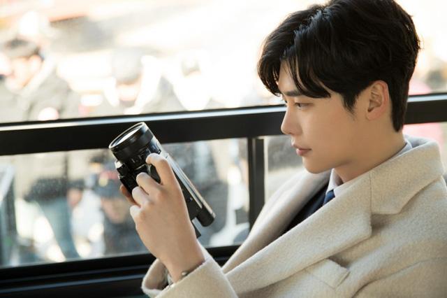 Rụng tim với hình ảnh lung linh của Lee Jong Suk ở hậu trường Khi nàng say giấc - Ảnh 5.