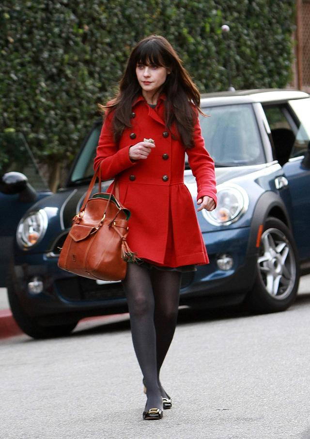 Gam màu đỏ nổi bật cho trang phục ngày Tết - Ảnh 10.