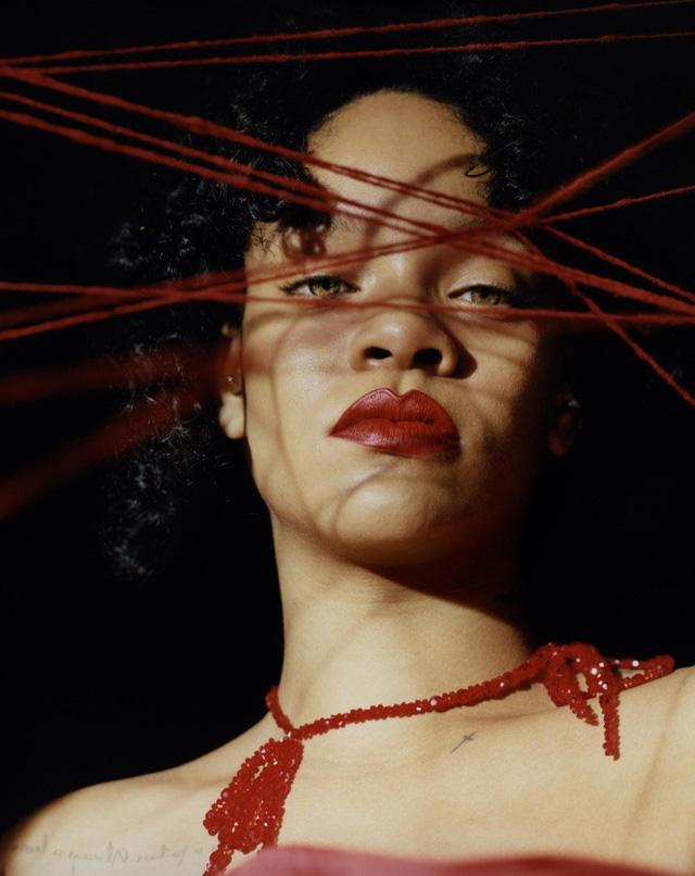 Rihanna u ám trên Dazed - Ảnh 4.