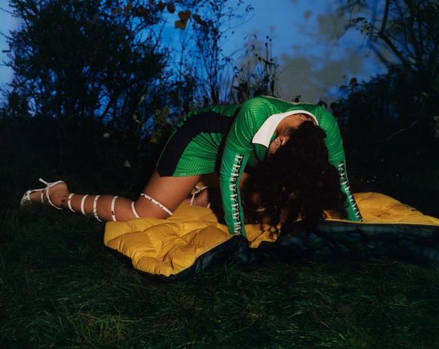 Rihanna u ám trên Dazed - Ảnh 8.