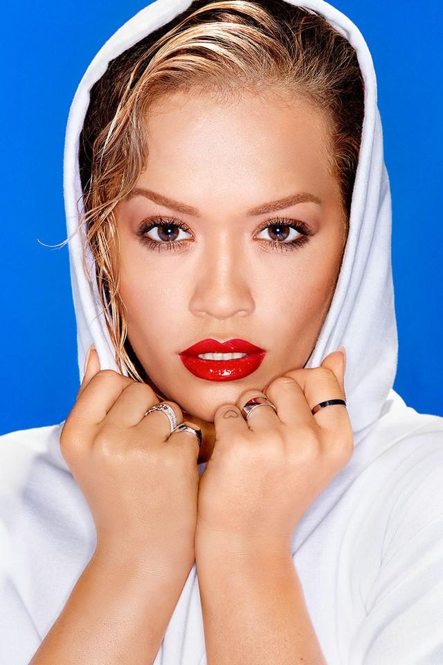 Muốn giảm cân, Rita Ora xem ảnh của Jennifer Lopez - Ảnh 1.