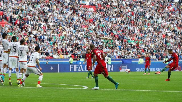Cúp Liên đoàn các châu lục 2017: Lơ là phòng ngự ĐT Bồ Đào Nha để ĐT Mexico cầm hòa đáng tiếc - Ảnh 1.