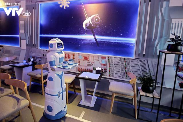 Độc đáo quán café sử dụng robot phục vụ tại Hà Nội - Ảnh 9.