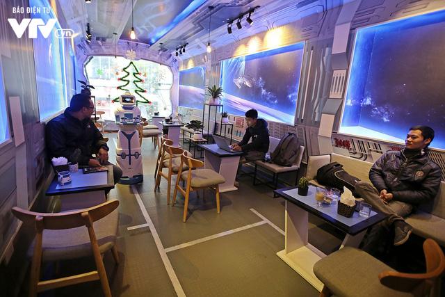 Độc đáo quán café sử dụng robot phục vụ tại Hà Nội - Ảnh 6.