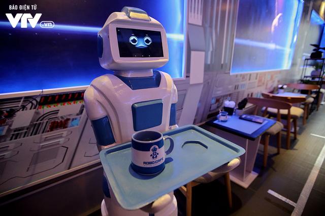 Độc đáo quán café sử dụng robot phục vụ tại Hà Nội - Ảnh 8.