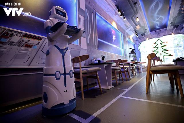 Độc đáo quán café sử dụng robot phục vụ tại Hà Nội - Ảnh 3.