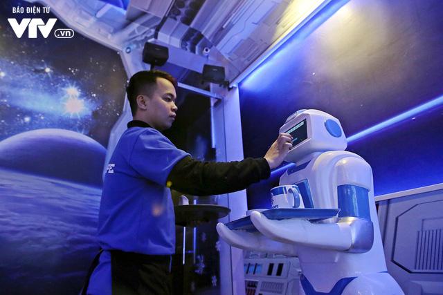 Độc đáo quán café sử dụng robot phục vụ tại Hà Nội - Ảnh 5.