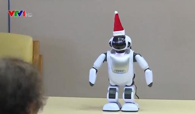 Robot giúp vui cho người cao tuổi ở Nhật Bản - Ảnh 1.