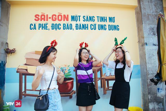 Giới trẻ TP.Hồ Chí Minh biến tường cũ thành điểm check-in mới - Ảnh 4.
