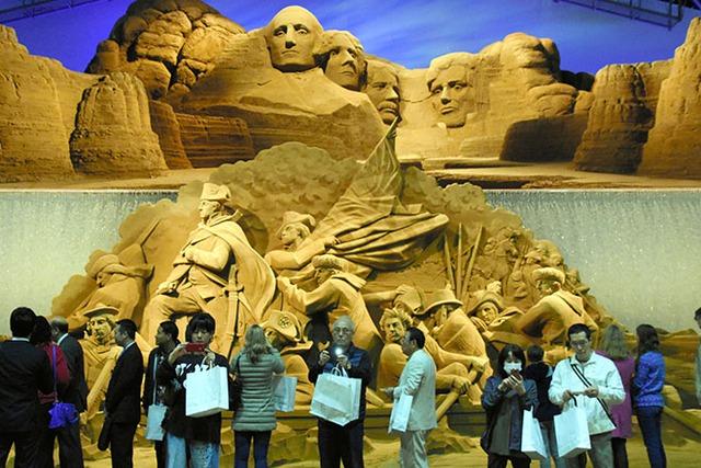 Triển lãm nghệ thuật từ cát chủ đề nước Mỹ tại Nhật Bản - Ảnh 1.