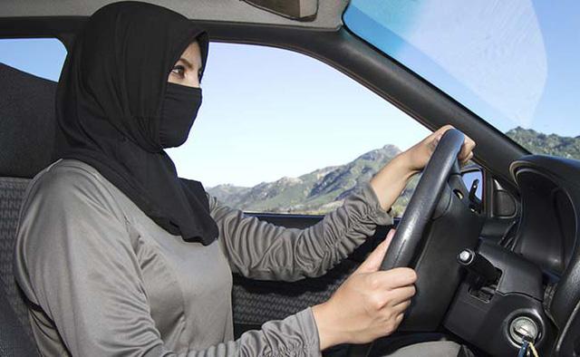 Phụ nữ lái xe: Bước tiến khổng lồ của Saudi Arabia - Ảnh 1.