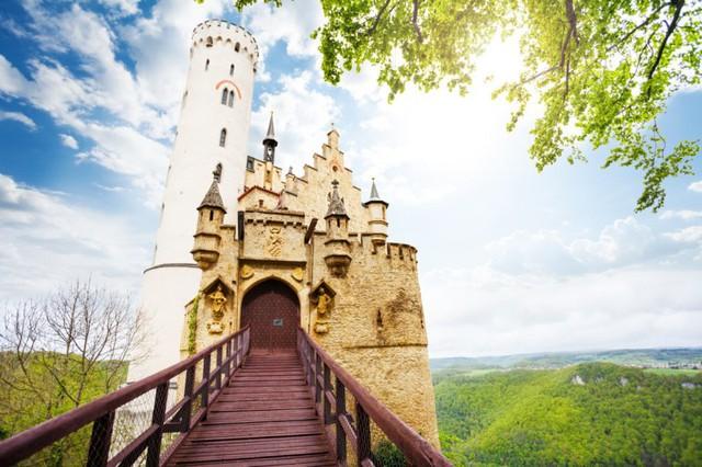 Lâu đài cổ - Một trong những nét đặc trưng của du lịch châu Âu - Ảnh 16.