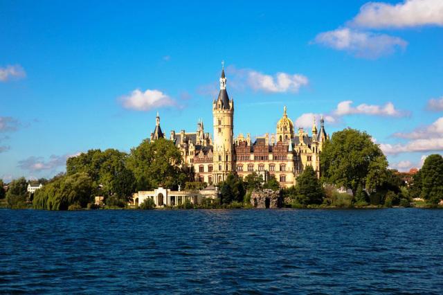 Lâu đài cổ - Một trong những nét đặc trưng của du lịch châu Âu - Ảnh 14.