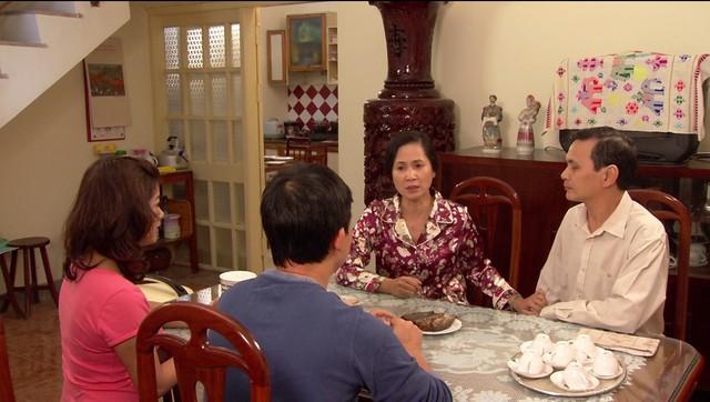 Phim Hoa hồng mua chịu - Tập 2: Gia đình Phương (Thu Quỳnh) lục đục vì khoản tiền đền bù lớn - Ảnh 1.