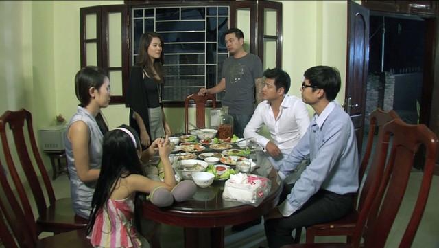 Phim Hoa cỏ may - Tập 1:  Hà Nội ngày hội ngộ, giông bão được báo trước - Ảnh 5.