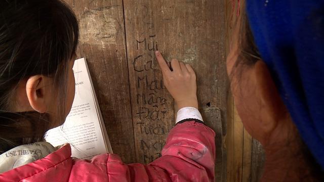 Trao tặng 20 suất học bổng cho học sinh nghèo tại Cao Bằng - Ảnh 7.