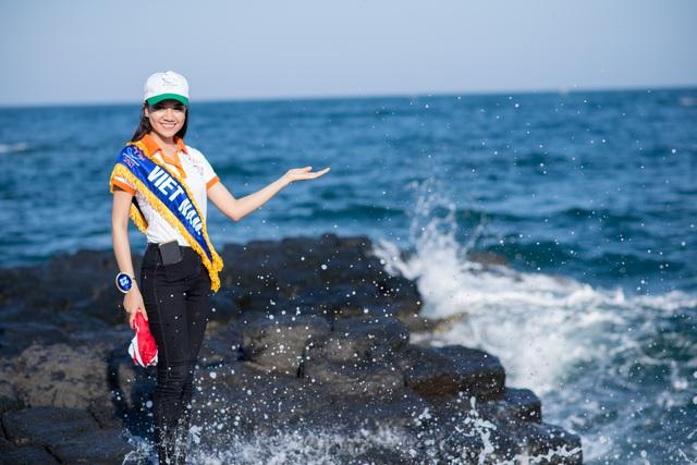 Thí sinh Hoa hậu Hữu nghị ASEAN rạng rỡ khoe sắc ở Ghềnh Đá Dĩa ảo diệu - Ảnh 12.