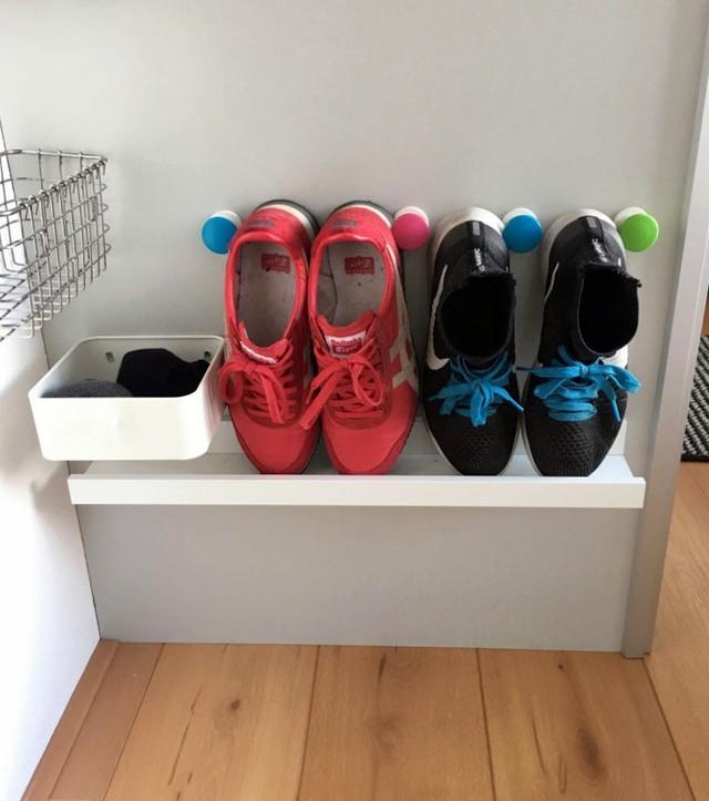 Ý tưởng thiết kế giá giày vừa gọn vừa đẹp trong nhà - Ảnh 1.