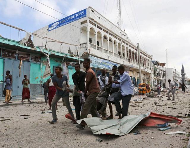 Somalia: Tấn công khách sạn ở Thủ đô Mogadishu, ít nhất 13 người thiệt mạng - Ảnh 5.