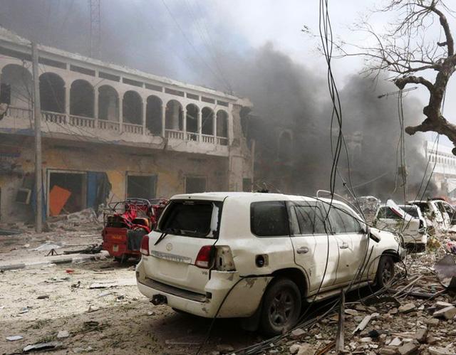 Somalia: Tấn công khách sạn ở Thủ đô Mogadishu, ít nhất 13 người thiệt mạng - Ảnh 3.
