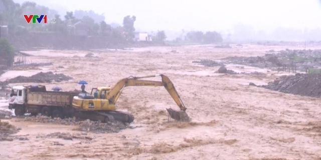Mưa lũ khiến nhiều tỉnh phía Bắc bị ngập lụt, sạt lở - Ảnh 1.