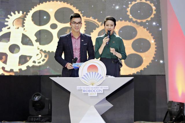 MC Phí Linh đẹp rạng ngời tại vòng loại Robocon Việt Nam 2017 - Ảnh 2.