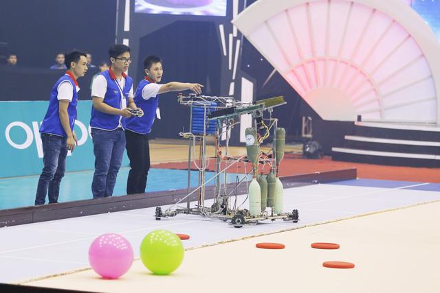 Nhìn lại khoảnh khắc đăng quang của tân vương Robocon Việt Nam 2017 - Ảnh 3.