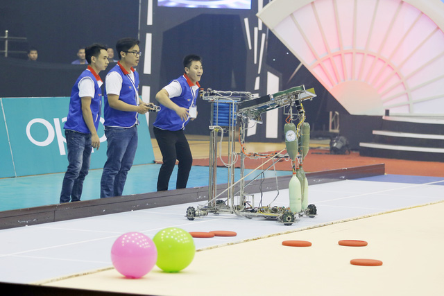 Nhìn lại khoảnh khắc đăng quang của tân vương Robocon Việt Nam 2017 - Ảnh 4.