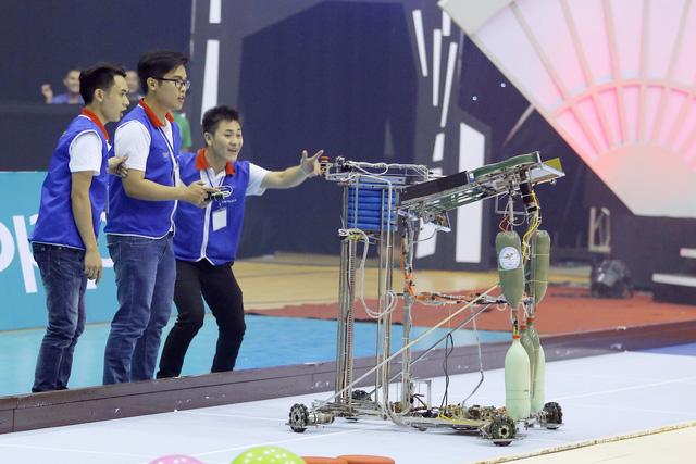 Nhìn lại khoảnh khắc đăng quang của tân vương Robocon Việt Nam 2017 - Ảnh 6.