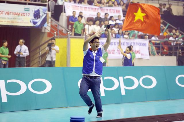 Nhìn lại khoảnh khắc đăng quang của tân vương Robocon Việt Nam 2017 - Ảnh 13.