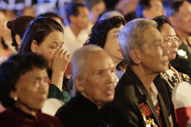 Cầu truyền hình Dáng đứng Việt Nam và những hình ảnh xúc động - Ảnh 7.