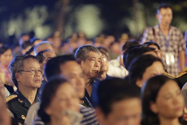 Cầu truyền hình Dáng đứng Việt Nam và những hình ảnh xúc động - Ảnh 4.