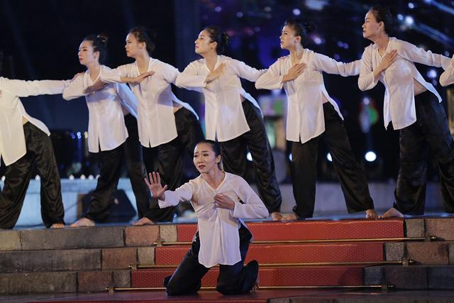 Cầu truyền hình Dáng đứng Việt Nam và những hình ảnh xúc động - Ảnh 9.